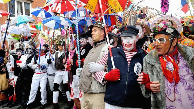 Des personnes défilent à l'occasion du carnaval de Dunkerque le 2 mars 2014 [Philippe Huguen / AFP]