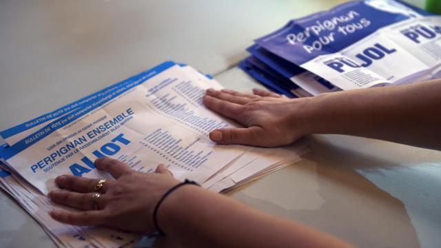 Des bulletins de vote à Perpignan le 30 mars 2014 [Eric Cabanis / AFP]