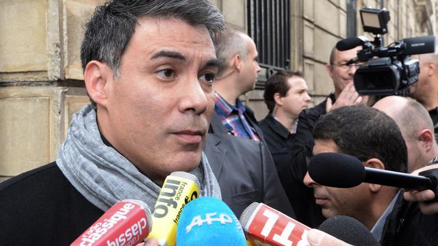 Le porte-parole du PS, Olivier Faure, répond aux journalistes à Paris le 28 avril 2014 [Pierre Andrieu / AFP]