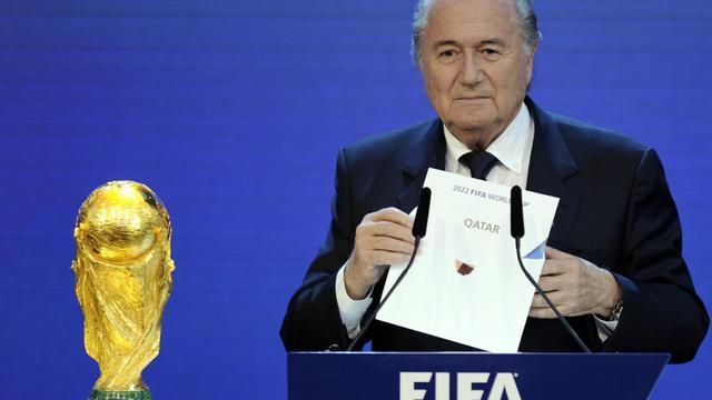 Le président de la FIFA Sepp Blatter annonçant le choix du Qatar pour organiser le Mondial en 2022, le 2 décembre 2010 à Zurich [Philippe Desmazes / AFP/Archives]