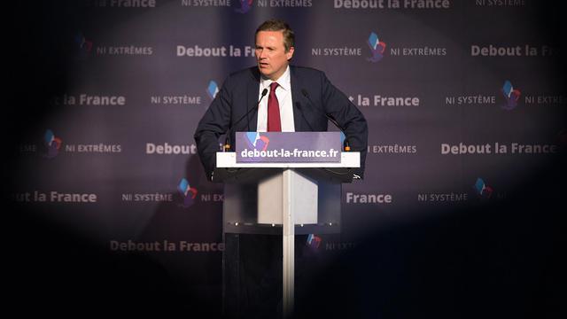 Le président de Debout la République Nicolas Dupont-Aignan en campagne dans le cadre des élections européennes, le 20 mai 2014 à Paris [Joel Saget  / AFP/Archives]