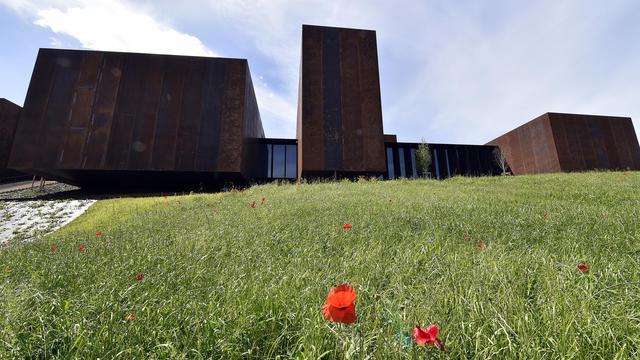 Vue du musée Soulages de Rodez dans l'Aveyron (centre) inauguré le 30 mai, qui est conçu par les catalans RCR Arquitectes et Passelac et Roques [Pascal Pavani / AFP]