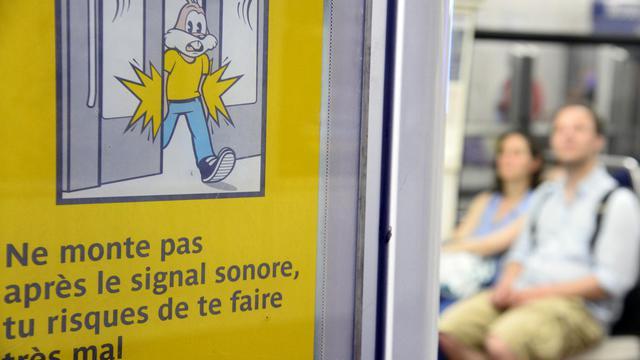 La signalétique de Serge le Lapin dans le métro de Paris le 13 juin 2014 [Bertrand Guay / AFP]