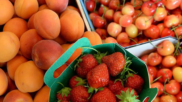 Les consommateurs se montrent très majoritairement déçus par le goût des tomates et des fraises vendues en grandes surfaces [Pierre Andrieu  / AFP/Archives]