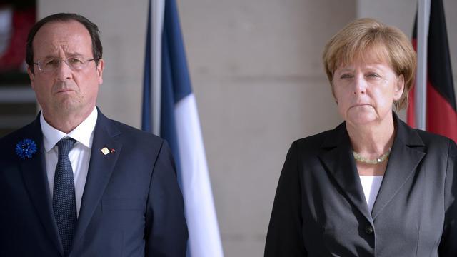 Photo d'archives d'Angela Merkel et françois Hollande le 26 juin 2014 lors des cérémonies marquant le 100e anniversaire de la 1ere guerre mondiale, à Ypres [Didier Lebrun / POOL/AFP]
