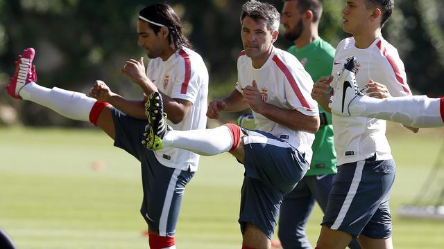 Radamel Falcao (g) et Jérémy Toulalan (c) lors d'un entraînement de Monaco, le 30 juin 2014 à La Turbie [Valery Hache / AFP/Archives]