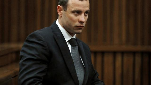 Photo d'archives d'Oscar Pistorius à son procès datant du 1er juillet 2014 [Mike Hutchings / POOL/AFP/Archives]