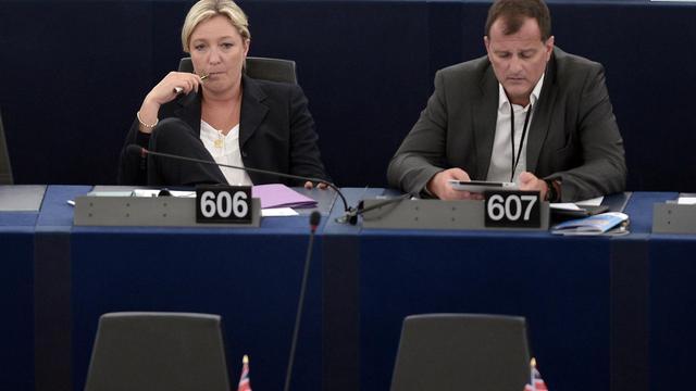 La présidente du Front national Marine Le Pen et son compagnon Louis Aliot au parlement européen à Strasbourg, le 15 juillet 2014 [Frederick Florin / AFP/Archives]
