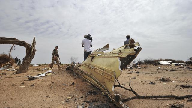 Les débris de l'avion d'Air Algérie le 26 juillet 2014, deux jours après son crash dans la région de Gossi au Mali [Sia Kambou / AFP]