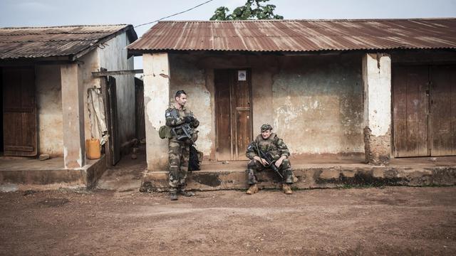 Soldats français patrouillant dans un quartier musulman de Boda, une localité principalement chrétienne du sud de la Centrafrique, le 24 juillet 2014 [Andoni Lubaki / AFP/Archives]