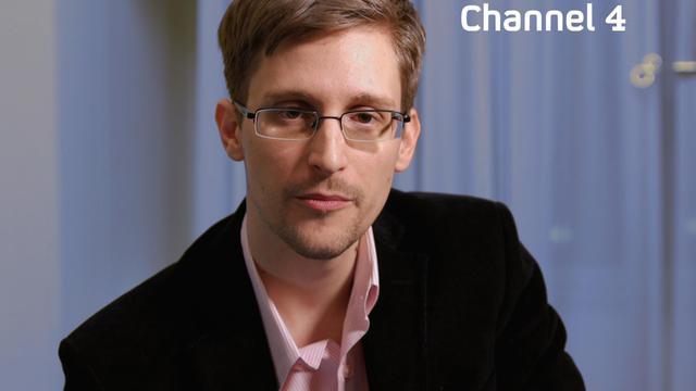 Photo d'Edward Snowden du 24 décembre 2013, tirée d'une vidéo de Channel 4  [Channel 4 / AFP]