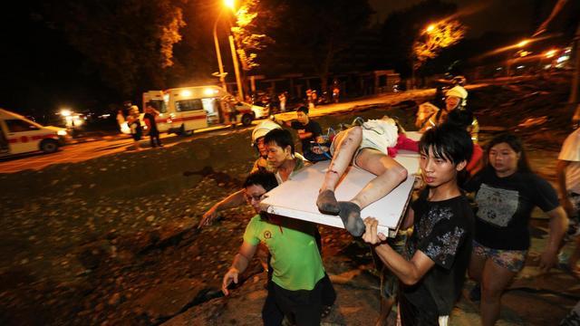 Au moins 15 morts dans une série d'explosions dues au gaz dans la ville de Kaohsiung, au sud de Taiwan le 1er août 2014 (heure locale) [ / AFP]