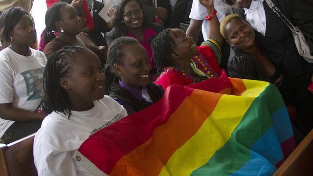 Des activistes pour les droits des homosexuels en Ouganda célèbrent l'annulation de la loi antihomosexualité par la Cour constitutionnelle de Kampala, le 1er août 2014 [Isaac Kasamani / AFP]