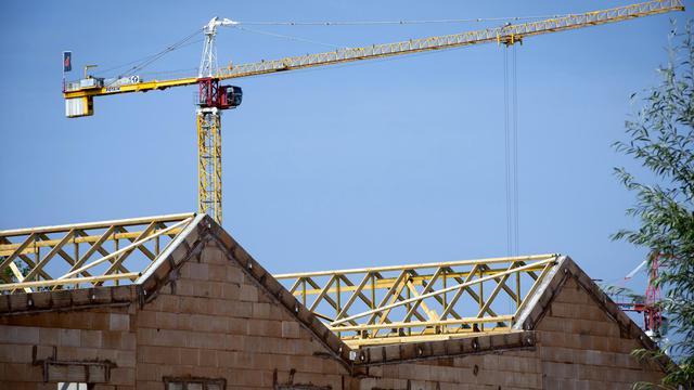 Les mises en chantier de logements neufs en France ont continué à se détériorer de mai à juillet 2014, avec un recul de 13,3% sur un an, pour s'établir à 73.468: Photo du 1er aout 2014 à Lille [Philippe Huguen / AFP/Archives]