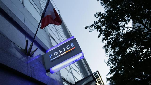 """Vue du commissariat de Police où le policier des """"Stups""""' soupçonné d'avoir volé 52 kg de cocaïne, est en garde à vue, le 2 août 2014 [Kenzo Tribouillard / AFP]"""