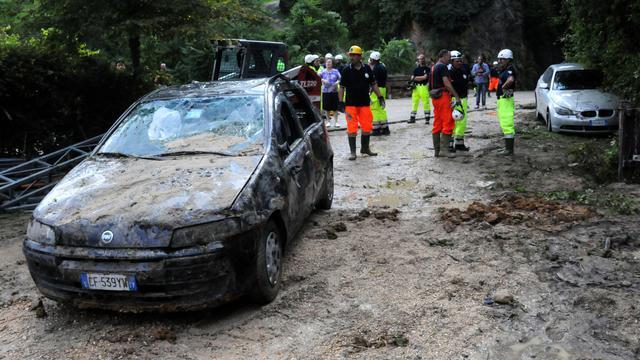 Les secours à l'oeuvre à Refrontolo, dans le nord-est de l'Italie, après une inondation éclair, le 3 août 2014 [Paolo Balanza / AFP]