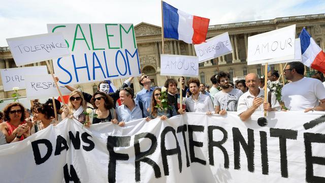 Manifestation pour la paix et la fraternité dans le contexte de l'offensive israélienne à Gaza, devant l'église de Saint-Germain L'Auxerrois à Paris le 3 août 2014 [Pierre Andrieu  / AFP]