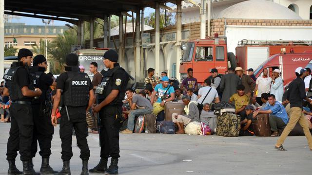 Le poste frontière de Ras Jedir, en Tunisie, accueille des Egyptiens fuyant les violences en Libye, le 4 août  2014 [F. Nasri / AFP]