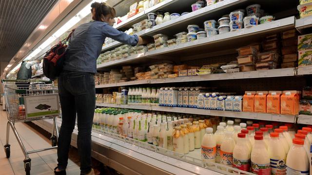 Un rayon de produits laitiers dans un supermarché de Moscou, le 5 août 2014, alors que la Russie a décrété un embargo sur les produits alimentaires occidentaux [Kirill Kudryavtsev / AFP]