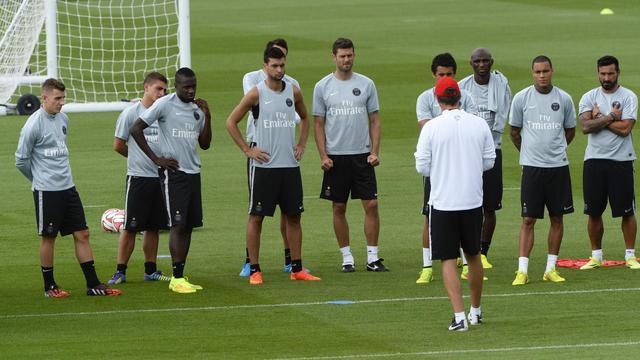 Les joueurs du PSG à l'entraînement, avec leur entraîneur Laurent Blanc, au Camp des Loges, à Saint-Germain-en-Laye, le 7 août 2014 [Bertrand Guay / AFP]
