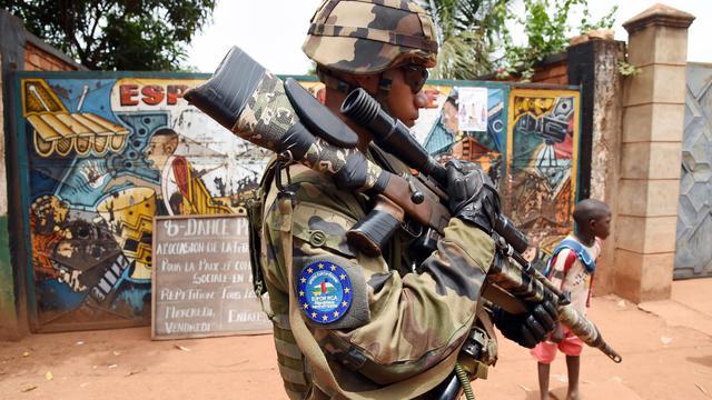 Un soldat de l'Eufor patrouille dans les rues de Bangui, en Centrafrique, le 8 mai 2014 [Issouf Sanogo / AFP/Archives]