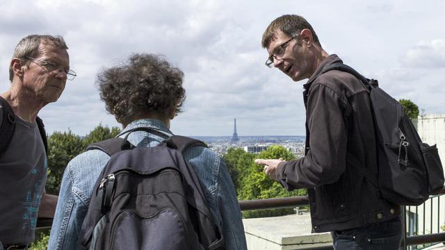 Vincent, sans-domicile fixe, guide des touristes dans le XXe arrondissement de Paris, le 9 août 2014 [Fred Dufour / AFP]