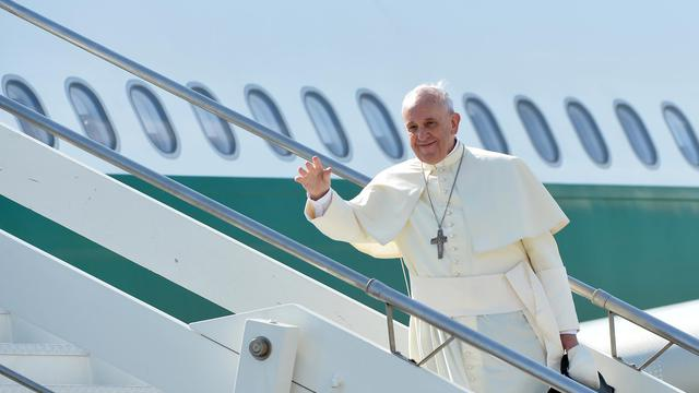 Le Pape François embarque pour la Corée du Sud  le 13 août 2014 à l'aéroport international de Fiumicino à Rome [Alberto Pizzoli / AFP]