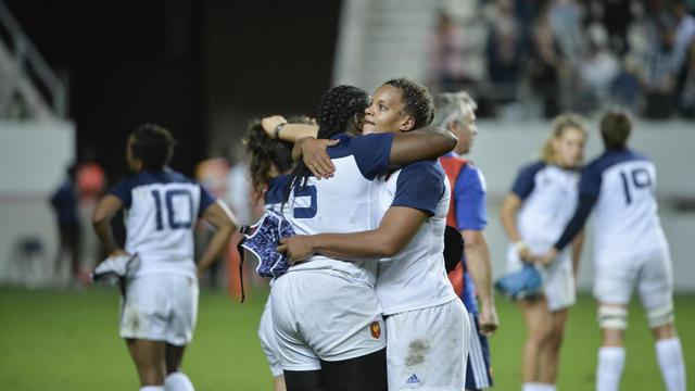 La déception des joueuses françaises, éliminée en demi-finale du Mondial de rugby, le 13 août 2014 au stade Jean Bouin, à Paris [Fred Dufour / AFP]