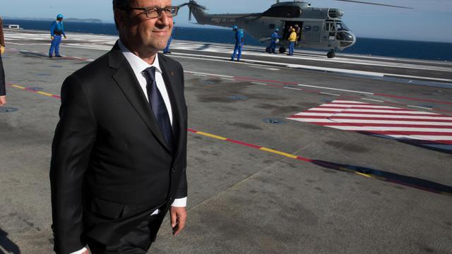 Le président François Hollande le 15 août 2014 à bord du porte-avion Charles de gaulle pour les cérémonies du 70e anniversaire du débarquement allié en Provence [Philippe Wojazer / POOL/AFP/Archives]
