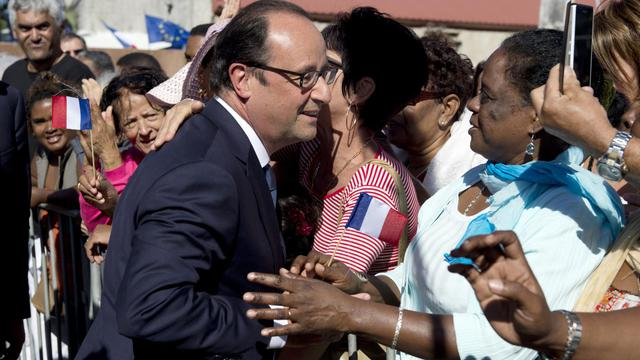 François Hollande bien accueilli à Saint-Joseph à l'île de la Réunion, jeudi 21 aout 2014 [Alain Jocard / AFP]