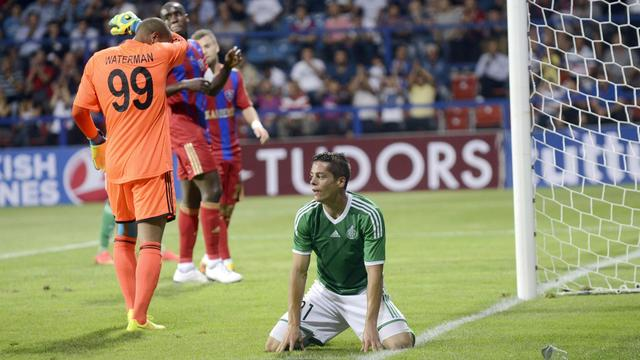 L'attaquant de Saint-Etienne Romain Hamouma (c), lors du barrage aller de l'Europa League contre Karabukspor, le 21 août 2014, à Karabuk [Bulent Kilic / AFP]