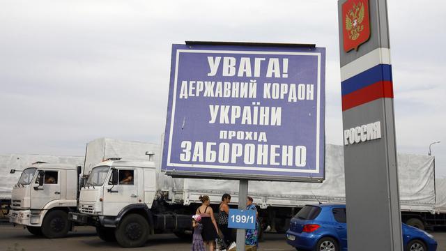 Des camions du convoi humanitaire le 22 août 2014 poste douanier de Izvarino  [Sergey Venyavsky / AFP]
