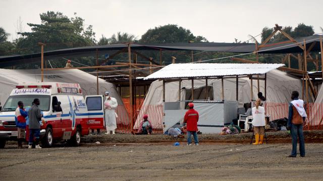 Des malades d'Ebola arrivent en ambulance à l'hôpital de Médecins Sans Frontières, le 21 août 2014 à Monrovia au Liberia [Zoom Dosso / AFP/Archives]