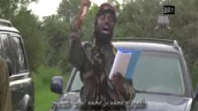 """Capture d'écran d'une vidéo diffusée par Boko Haram le 24 août 2014, où le chef de groupe islamique, Abubakar Shekau, déclare créer un """"califat islamique"""" à Gwoza, au Nigeria [ / Boko Haram/AFP]"""