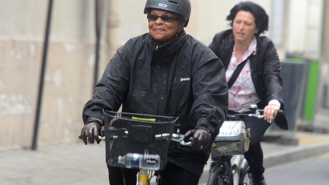 Christiane Taubira à son arrivée en bicyclette à Matignon le 25 août 204 à Paris  [Dominique Faget / AFP]