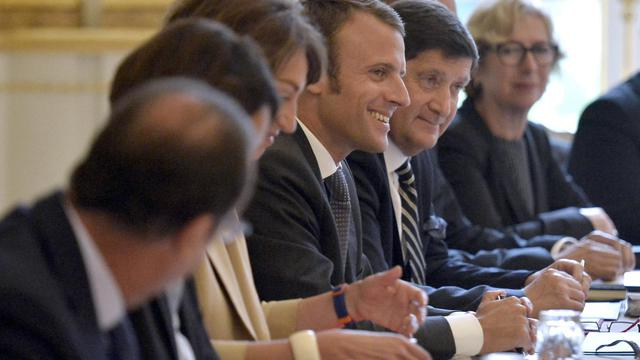 Le nouveau ministre de l'Economie Emmanuel Macron (c), lors du premier conseil des ministres du gouvernement Valls II, le 27 août 2014 [Fred Dufour / Pool/AFP]