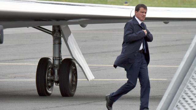 Le Premier ministre Manuel Valls à son arrivée à l'aéroport de La Rochelle le 28 août 2014 [Xavier Leoty / AFP]