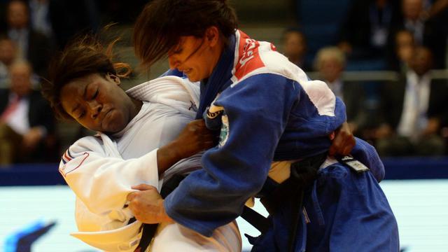 La Française Clarisse Agbegnenou, sacrée aux Mondiaux de judo dans la catégorie des moins de 63 kg, à Tcheliabinsk, en Russie, le 28 août 2014 [Vasily Maximov / AFP/Archives]