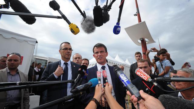 Le Premier ministre français Manuel Valls parle à la presse à l'université d'été du PS à La Rochelle le 28 août 2014 [Xavier Leoty / AFP]