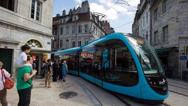 Le tramway de Besançon, inauguré le 30 août 2014 [Sebastien Bozon / AFP]