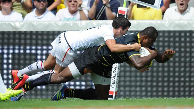 L'ailier de La Rochelle Sireli Bobo (droite) marque un essai contre Toulouse le 30 août à La Rochelle [Xavier Leoty / AFP]