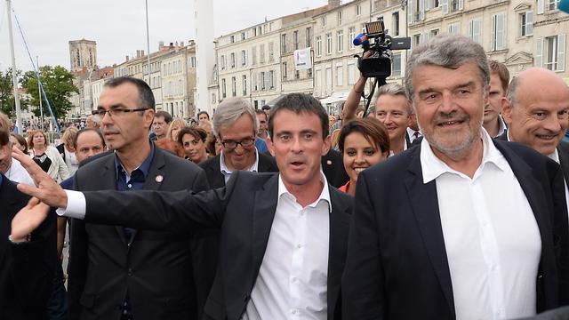 Le Premier ministre Manuel Valls, au centre, à La Rochelle, le 30 août 2014 [Jean-Pierre Muller  / AFP]