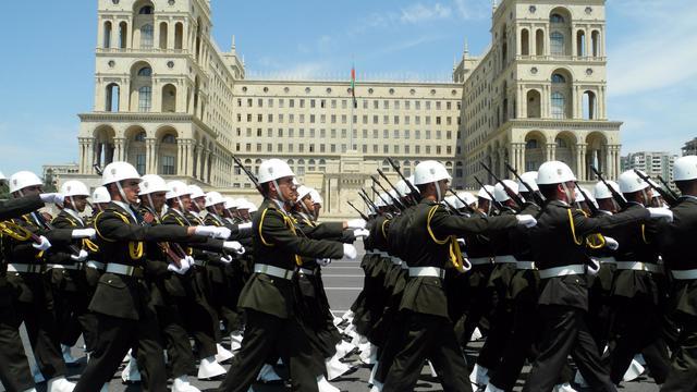 Les cadets de l'académie militaire paradent à Bakou, la capitale de l'Azerbaïdjan, le 28 mai 2014 [Tofik Babayev / AFP/Archives]