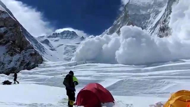 L'avalanche qui a tué 13 sherpas dans l'Everest le 18 avril 2014 [Buddhabir RAI / AFP/Archives]