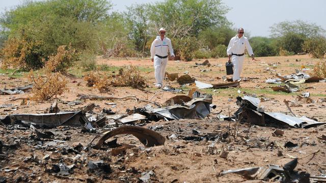 Les enquêteurs le 29 juillet 2014 sur le site de l'accident de l'avion d'air Algérie qui s'est écrasé le 24 juillet au Mali, faisant 116 morts [Sia Kambou / AFP/Archives]