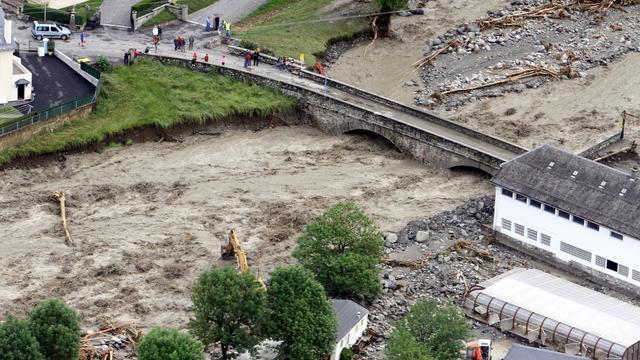 Vue aérienne le 19 juin 2013 de la rivière Luz-Saint-Sauveur en crue [Laurent Dard  / AFP]
