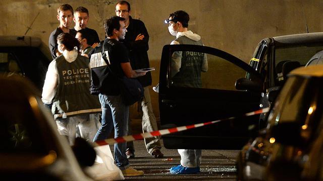 Des policiers le 20 juin 2013 à Marseille à l'endroit où un homme a été tué par balles  [Boris Horvat / AFP]