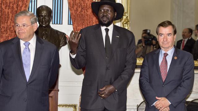 Le président sud-soudanais Salva Kiir avec des responsables du congrès américain, le 5 août 2014 à Washington [Paul J. Richards / AFP/Archives]