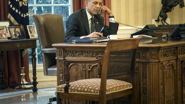 Le président américain Barack Obama téléphone au roi de Jordanie Abdullah II du Bureau ovale à la Maison Blanche, le 8 août 2014 [Brendan Smialowski / AFP]