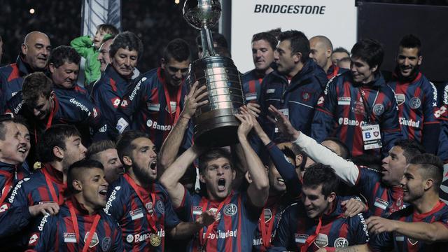 Les joueurs de San Lorenzo fêtent leur victoire en finale de la Copa Libertadores, le 13 août 2014 à Buenos Aires [Alejandro Pagni / AFP]